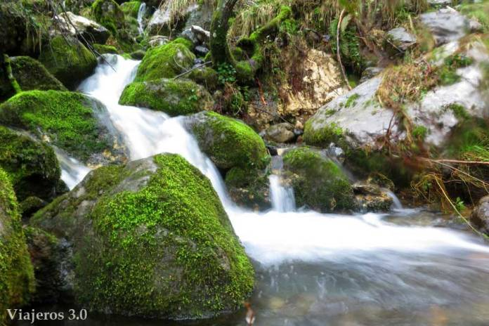 ruta de senderismo por el río Asón en Cantabria