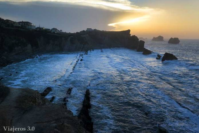 acantilados juntoa la Playa de la Arnía en Costa Quebrada