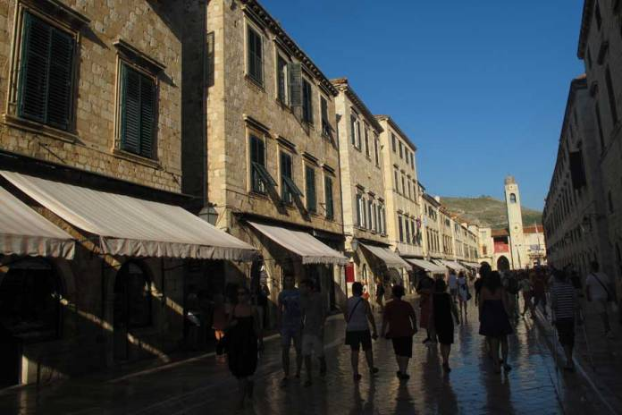 calles de la ciudad vieja de Dubrovnik, ruta por Croacia y Eslovenia
