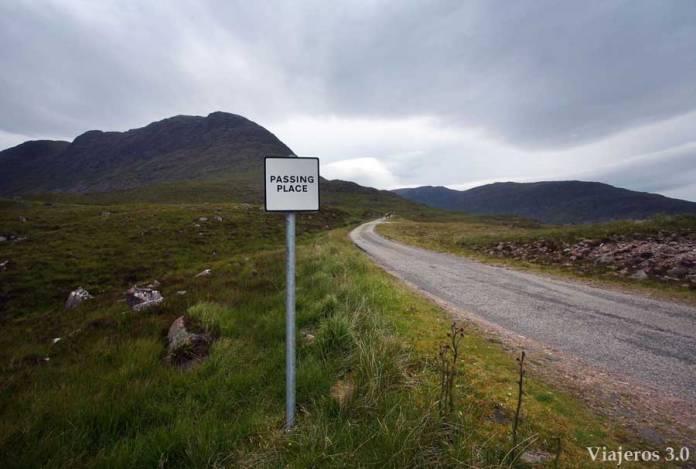 passing place en carreteras de las Highlands en Escocia