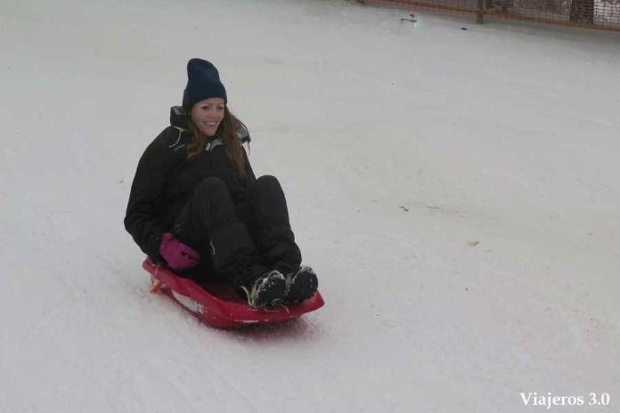 de trineos en la estación de esquí Punto de Nieve