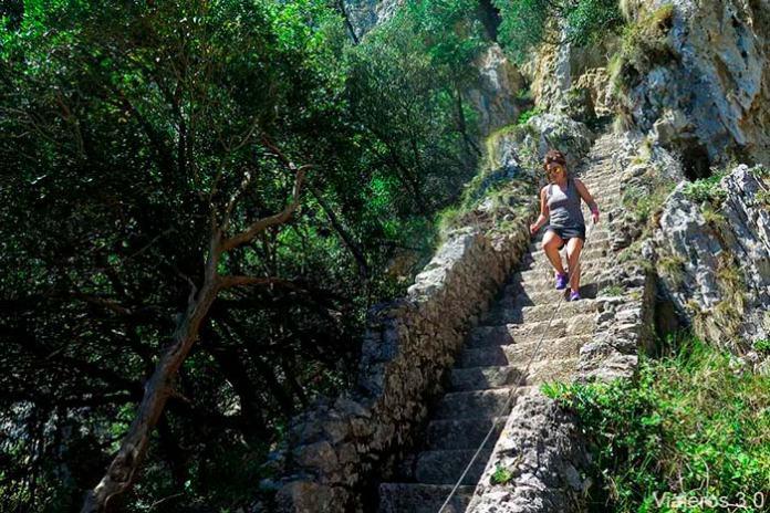 escaleras el Faro del Caballo de Santoña