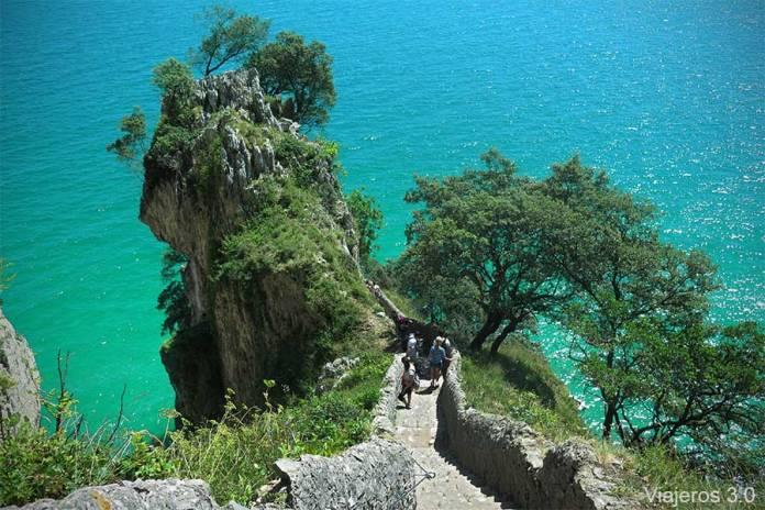 escalera del Faro del Caballo de Santoña