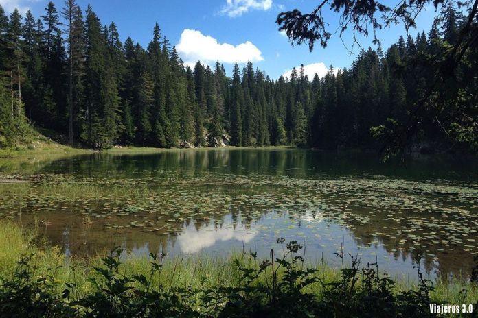 lago Sminje en el Parque Nacional de Durmitor, guía de Montenegro