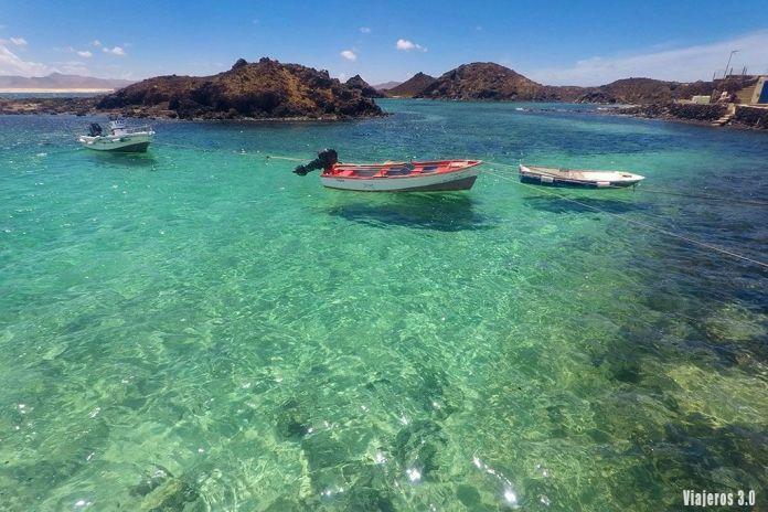 aguas cristalinas en el Puertito de Lobos, las mejores playas de Fuerteventura