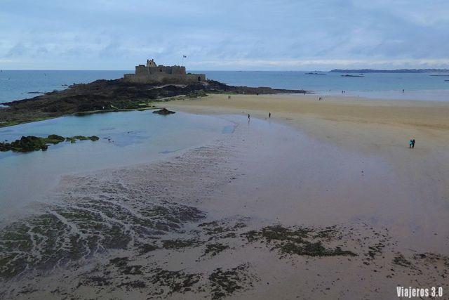fortaleza en Saint-Malo, ruta por la Bretaña en 4 días