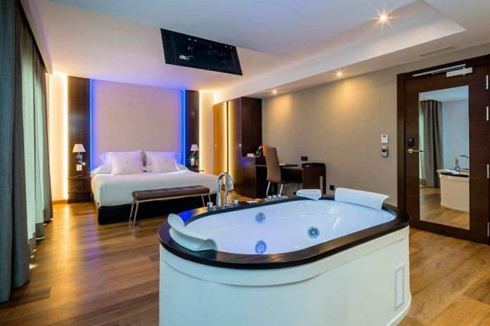 hotel con jacuzzi en Nerja