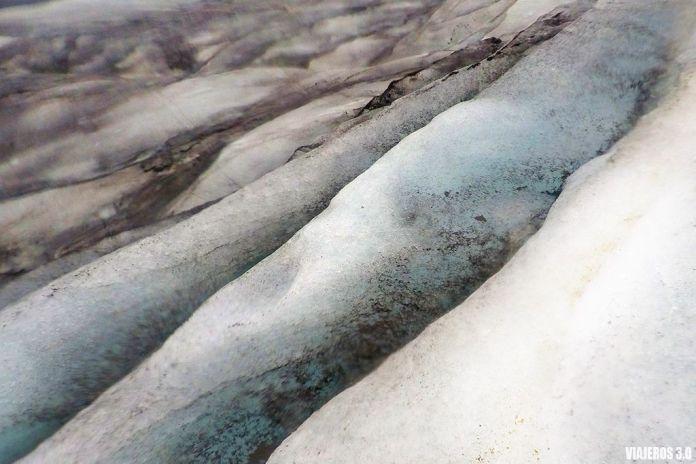 Trekking sobre glaciar en Islandia, excursión imprescindible