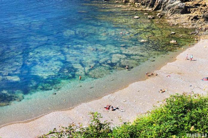 Transparencia de la playa del Silencio en Asturias