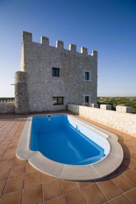 Piscina del Castillo de Curiel, dormir en un castillo.