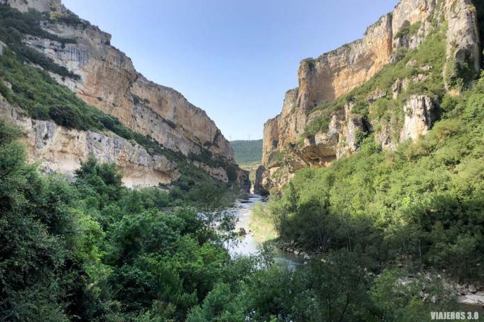 Foz de Lumbier en Navarra y el río Irati