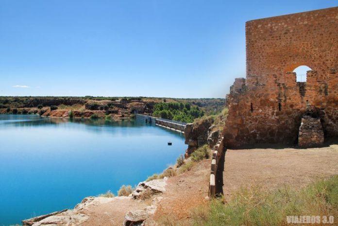Castillo y embalse de Peñarroya, qué ver en las Lagunas de Ruidera