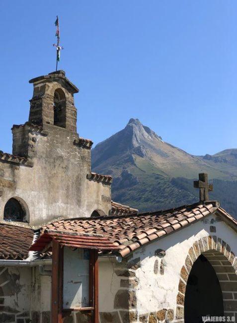 El monte Txindoki desde la Ermita de San Saturnino