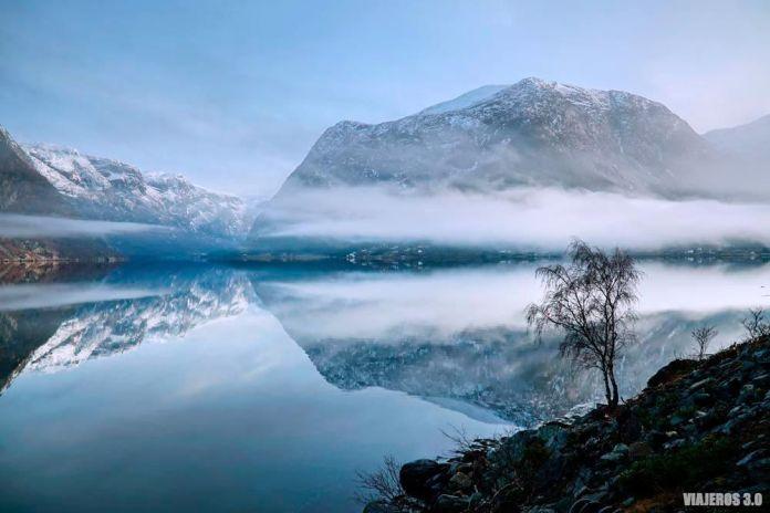 Imagen invernal del fiordo de Hardanger.