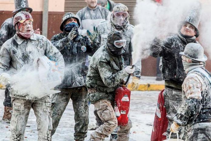 Batalla de harina, Els Enfarinats en Ibi