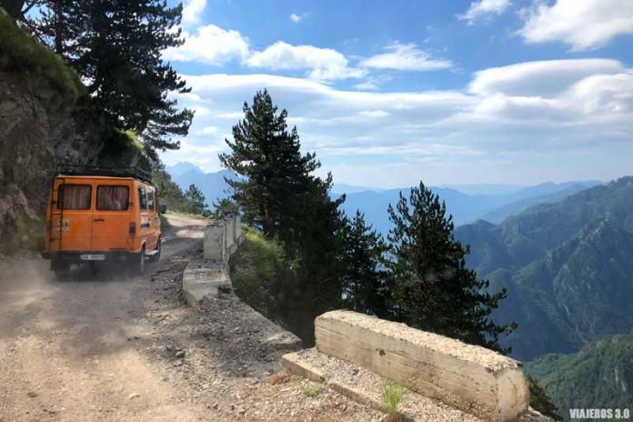 Carretera en el Parque Nacional de Theth.