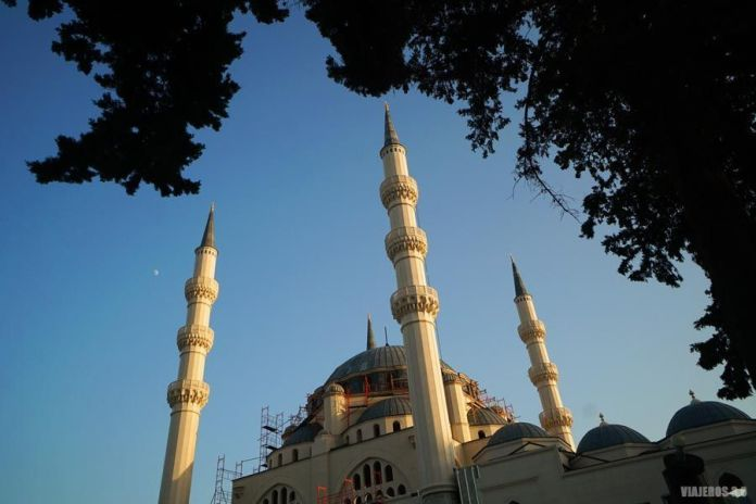 Mezquita, qué hacer y qué ver en Tirana