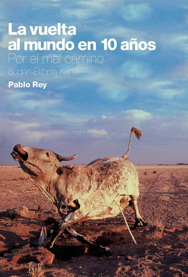 Portada de libro de viajes con una vaca muerta de pie.