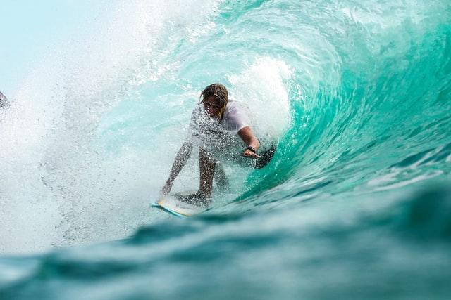 surf en bali indonesia