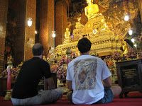 Día 3: Tailandia (Bangkok: Wat Pho, Wat Phra Kaew, Gran Palacio, Chinatown, Chao Phraya, Wat Arun, Mercado amuletos, Khao San, etc).