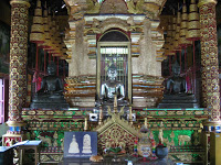 Día 9: Tailandia (Chiang Mai: Wats Chiang Man, Phra Singh, Chedi Luang, etc. Fábrica de maderas, masaje tailandés, Bazar Nocturno, Mercado Anusan, etc).