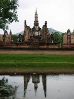 Photo of Día 10: Tailandia (Sukhothai: Wats Mahathat, Chang Lom, Si Sawai, Sa Si, Si Chum, Estanque Sagrado, Museo Ramkhamhaneg, etc. Chiang Mai: Bazar Nocturno, Hot Shot, Bubbles, etc).