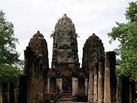 Día 10: Tailandia (Sukhothai: Wats Mahathat, Chang Lom, Si Sawai, Sa Si, Si Chum, Estanque Sagrado, Museo Ramkhamhaneg, etc. Chiang Mai: Bazar Nocturno, Hot Shot, Bubbles, etc).