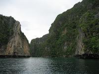 Photo of Día 13: Tailandia (Phuket con Karon y Kata Beach, etc. Patong Beach con discotecas Tiger, Tai Pan, etc. Islas Phi Phi con Bamboo Island, Viking Cave, Monkey Beach, Koh Phi Phi Don, Koh Phi Phi Leh y Maya Bay, etc).