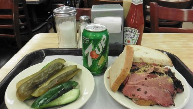 Photo of Dónde comer y gastronomía en Nueva York (Estados Unidos) – Restaurante delicatessen Katz's Deli.