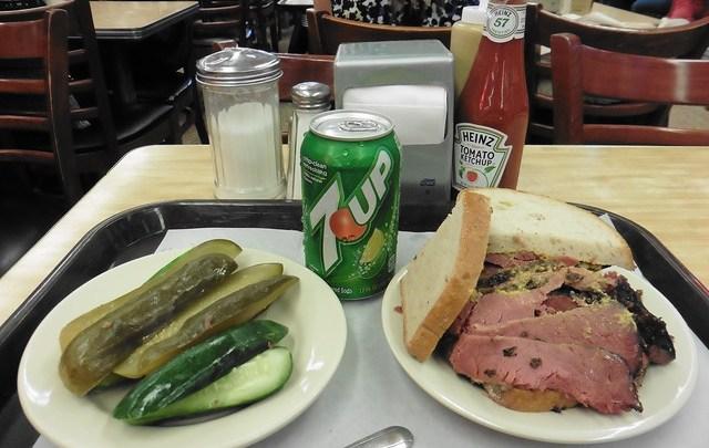 Dónde comer y gastronomía en Nueva York (Estados Unidos) - Restaurante delicatessen Katz's Deli.