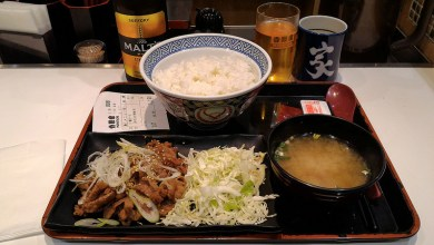 Photo of Dónde comer gyudon y gastronomía en Kioto (Japón) – Restaurante japonés Yoshinoya.