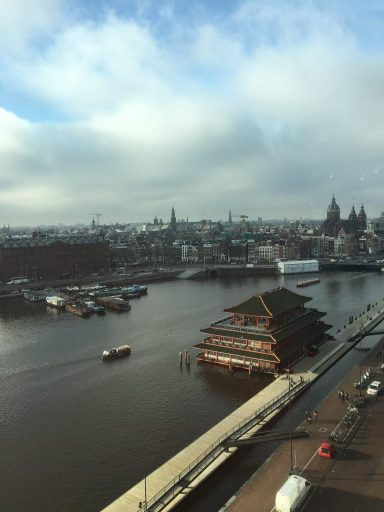 Vistas desde la biblioteca pública de Amsterdam (OBA). Qué ver en Amsterdam