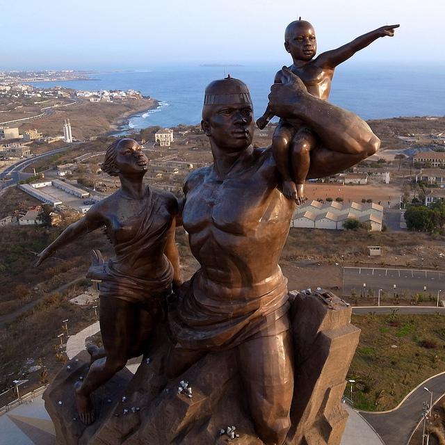 Monumento al Renacimiento Africano - Dakar, Senegal, África - 01