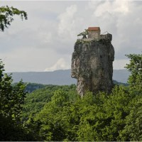 El Pilar Katskhi, el monolito con una iglesia en su vértice