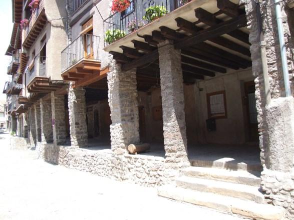 Bagà - Plaça porxada de Galceran de Pinòs
