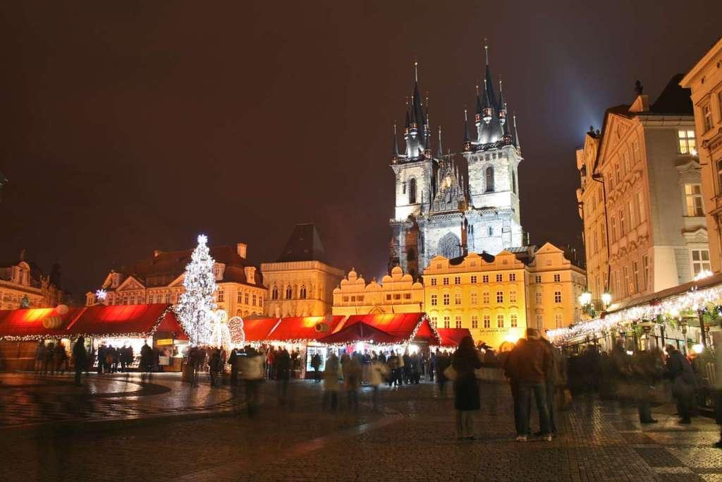 Mejores mercados de Navidad - Old Town Square Praga - viajerosdelmisterio.com