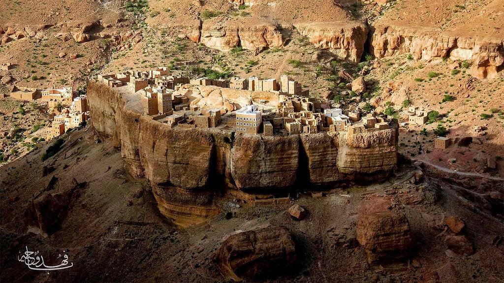 Haid Al-Jazil in Wadi Dawan- the Yemeni village built on a boulder [2169x1219]