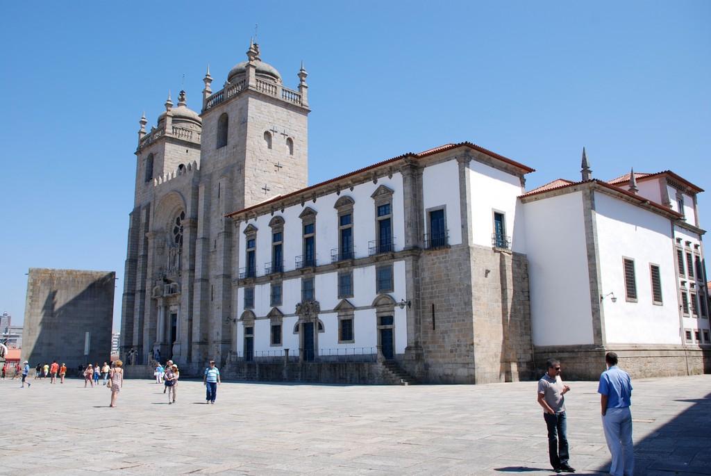 Oporto - Cathedral square