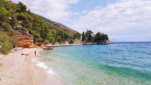 Monasterio y playa de Bol