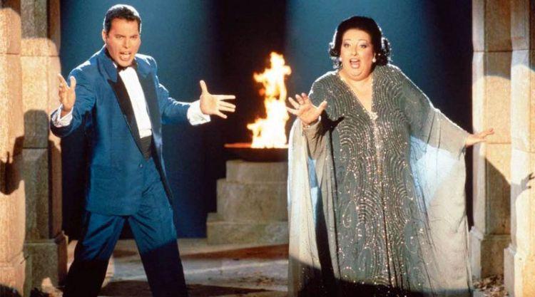 Caballé y Mercury interpretan Barcelona