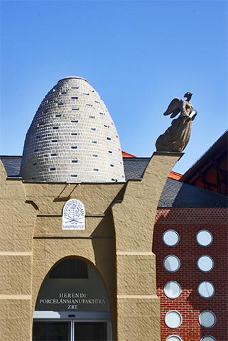 Fachada huevo Museo porcelana Herend
