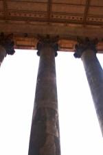 Picado columnas entrada Basílica Esztergom Hungría