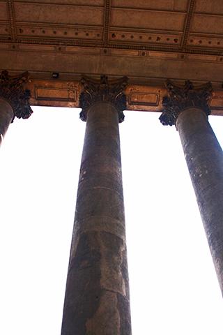 Columnas entrada Basílica Esztergom