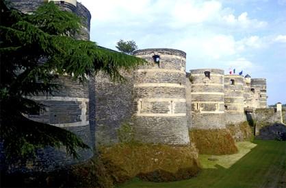 Torres foso castillo Angers Francia