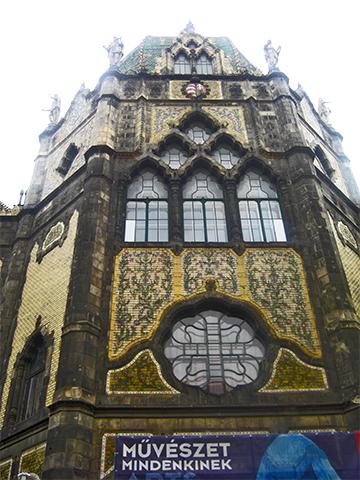Fachada oriental cerámica Museo de Artes Aplicadas Budapest