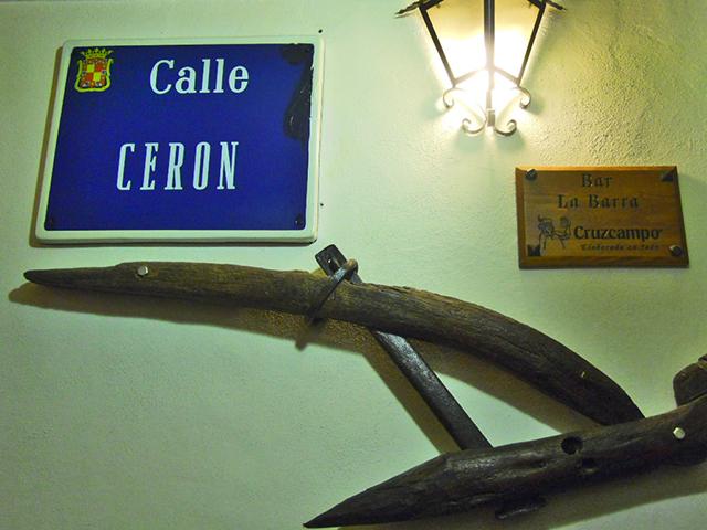 Letrero calle Cerón restaurante Bar La Barra Baeza