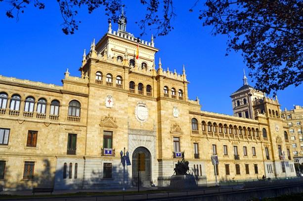 Fachada exterior Academia Caballería Valladolid