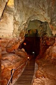 Galería camino interior cueva de las calaveras Benidoleig
