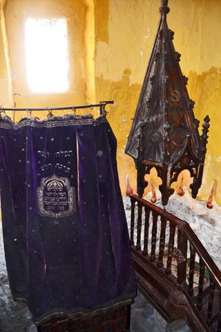 Sala interior reliquias Sinagoga Salomón Toledo