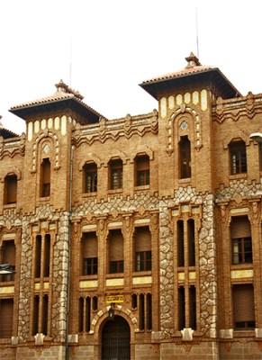 Fachad neomudéjar edificio Correos Castellón de la Plana